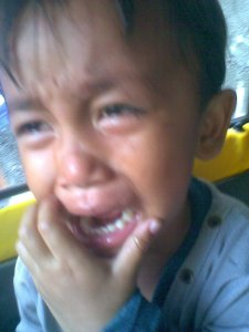 Menangislah engkau anakku.Banjiri dunia oleh air matamu...